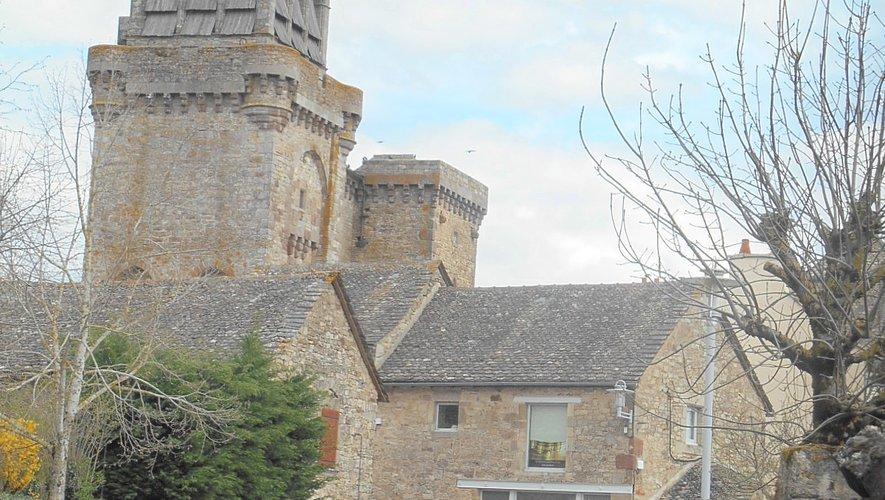 Venez (re) découvrir cette jolie église médiévale de Sainte-Radegonde chargée d'histoire.