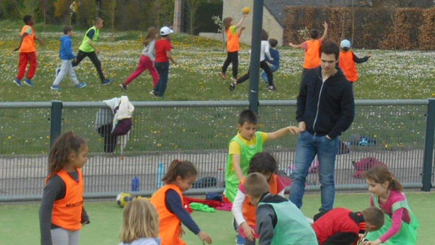 ça bouge souvent sportivement, et c est très  bien, au centre de loisirs de Ste Radegonde!!