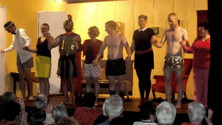 Les comédiens à la représentation de la pièce de théâtre, La Bonne Adresse,