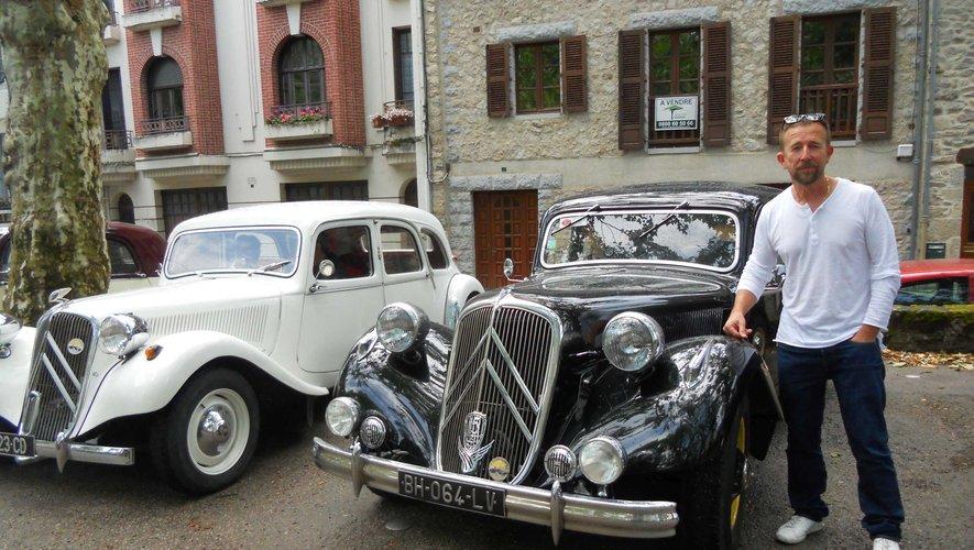 Jean-Luc Richaud, président de l'association et devant le modèle 15 CV.