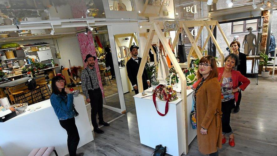 Les fondateurs et les artistes, hier à l'inauguration de l'atelier.