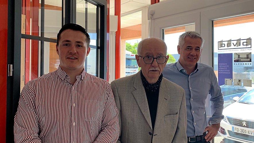 Thierry Devic et son fils, Nicolas avec Raymond Devic, qui a donné le virage industriel à l'entreprise.