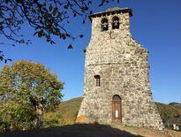 La visite du groupe s'est terminéesur la presqu'île de Laussac avec sa chapelle classée.