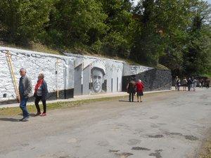 De nombreuses personnes du Bassin sont venues admirer l'œuvre symbolique réalisée par l'artiste Al et les lycéens decazevillois.