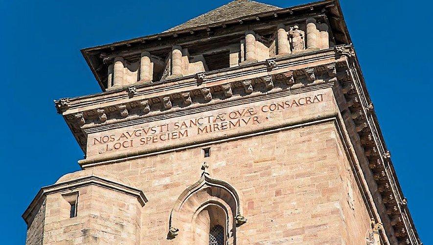 « Les contemporains ont peut-être perçu cette inscription davantage comme une manifestation d'orgueil, plutôt qu'une ode à la beauté d'une grande architecture naissante. »