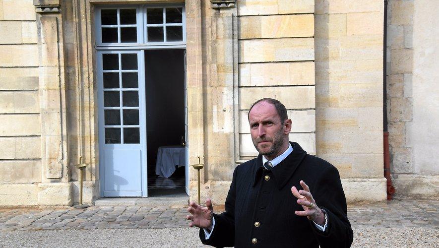 Passionné, passionnant, le Millavois Henri Vivier est le guide conférencier agréé de l'école militaire à Paris, qu'il fait visiter régulièrement.
