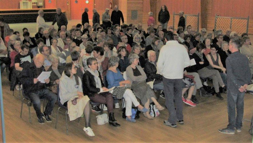 Les deux intervenants ont expliqué aux quelque cent cinquante personnes présentes comment réduire l'exposition aux rayonnements.