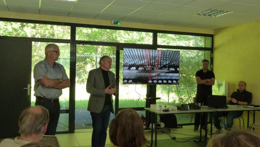 Jean-Michel Lalle, Bernard Scheuer et les responsables de l'entreprise Eiffage présentent les travaux réalisés.