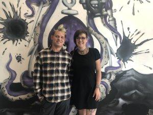 Loïc et Coralie Belin vous accueillent à L'Encre pirates place Decazes.