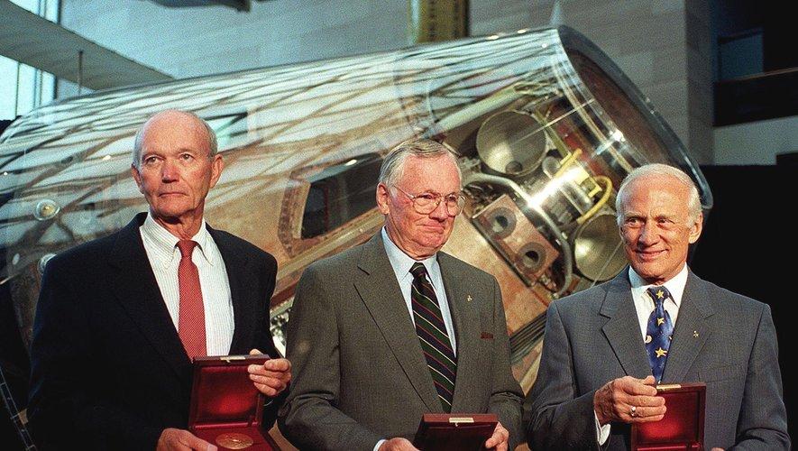 De gauche à droite, Michael Collins, Neil Armstrong et Buzz Aldrin