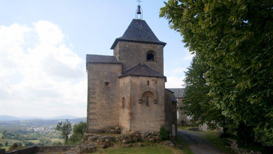 Chapelle romane du XI e siècle surplombant la vallée de la Serre