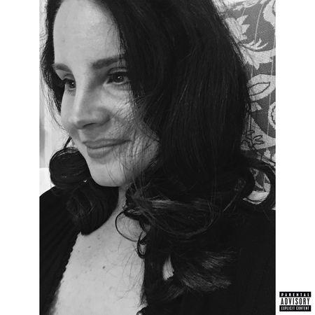 """En début d'année, Lana Del Rey a sorti le titre """"hope is a dangerous thing for a woman like me to have - but i have it""""."""