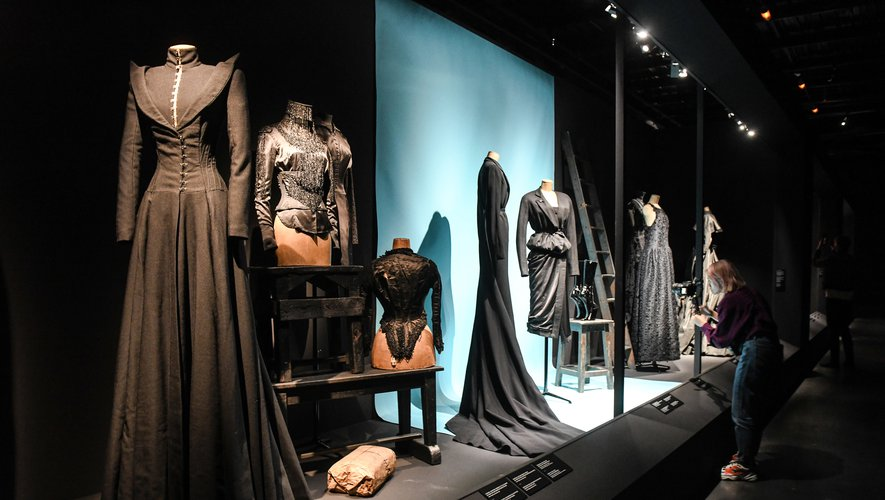 """L'exposition """"In praesentia"""" à la Cité de la dentelle et de la mode à Calais."""
