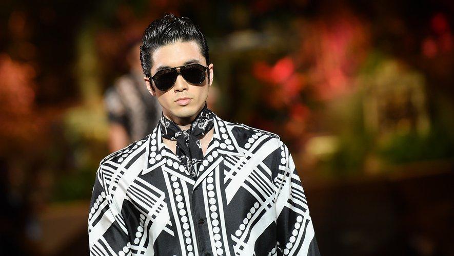 Coiffure au gel pour un look rétro chez Dolce & Gabbana
