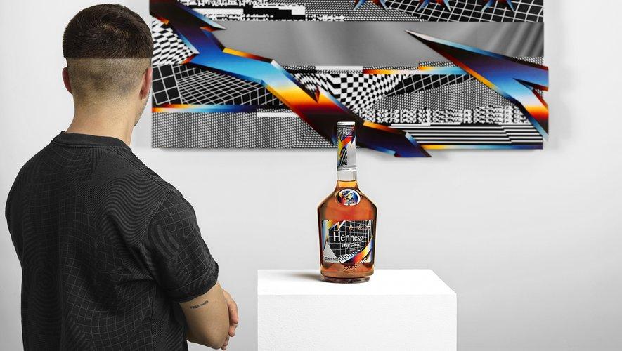 La nouvelle édition du cognac Hennessy Very Special signée par Felipe Pantone sera disponible dès le 1er juillet chez les cavistes au prix de 35 euros