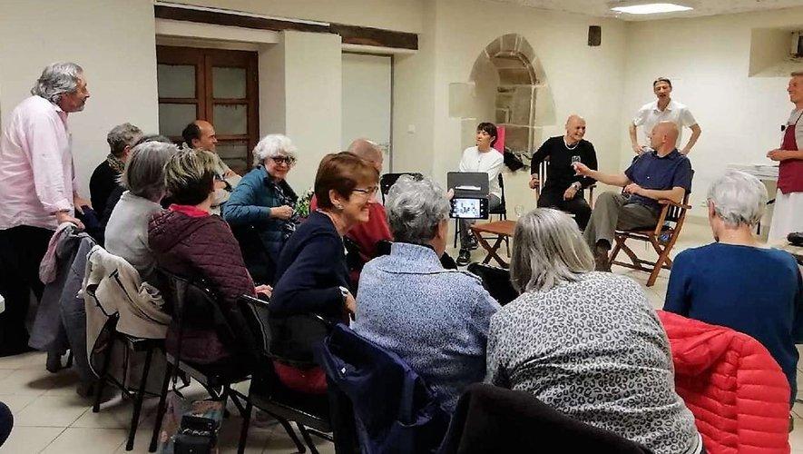 La salle de l'ancien presbytère de Souyri est mise à la disposition de la troupe pour son travail de répétitions et de préparation de ses spectacles, parfois en présence de public comme ici le 5 juin dernier.