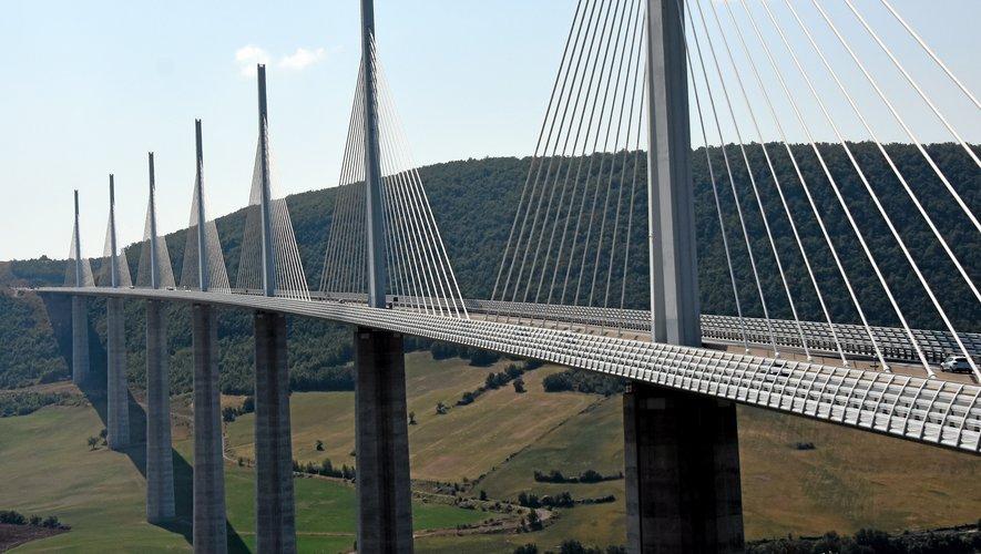 Le viaduc de Millau se positionne sans surprise comme la figure de proue du tourisme départemental.