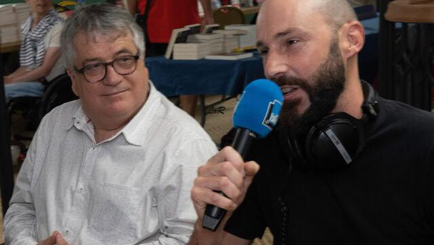 L'auteur de la série, Loïc Marlas (à droite), sur France Bleu.
