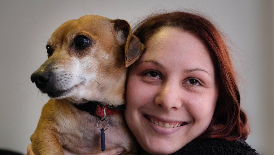 Aurore Griffeuille avec un chien adopté.