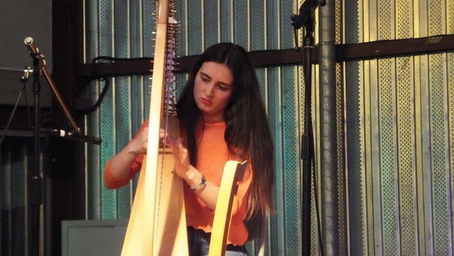 Alejandra et sa harpe.
