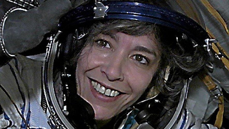 Claudie Haigneré,  première spationaute et première Européenne à avoir volé à bord de la station spatiale internationale au cours de la mission Andromède en 2001.