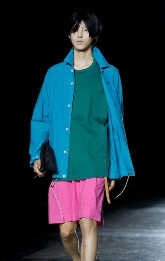 Mode homme à Paris: les robes ne sont plus réservées aux femmes
