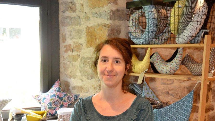 Charlotte Laudières dans sa boutique à Cadayrac. Elle est aussi présente sur le marché de Marcillac et autres évènements d'artisanat d'art.