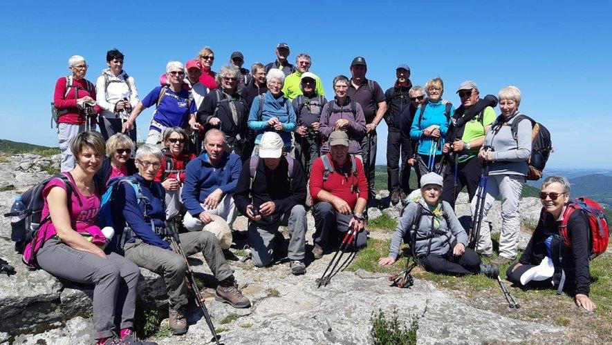 Au sommet, les 34 randonneurs éclairés d'un même sourire