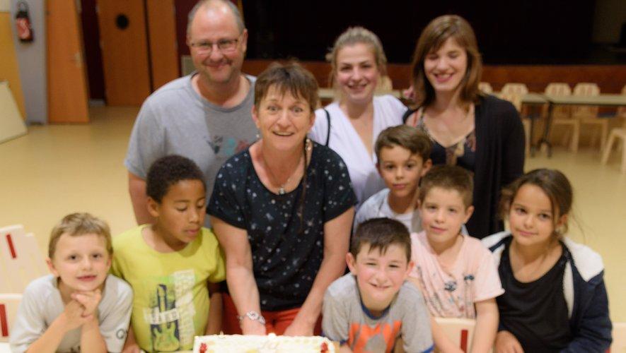 Autour du gâteau d'anniversaire