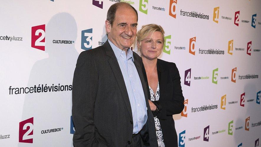 """""""C à vous"""", le talk show convivial présenté par Anne-Elisabeth Lemoine (ici avec Pierre Lescure) fête vendredi ses 10 ans"""