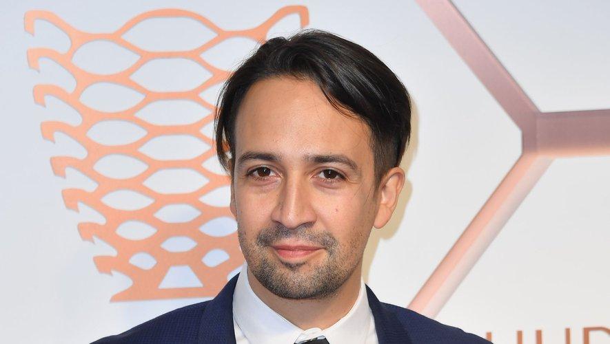 """Lin-Manuel Miranda passera devant la caméra pour l'adaptation du roman """"A la croisée des mondes"""" pour le petit écran, prévue avant la fin de l'année 2019."""
