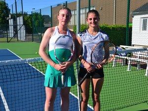 Un bon niveau chez les dames, ici, Charlotte Brenac (15/1-Ramonville) et Alicia Orozco (15/3-Villefranche- de-Rouergue).