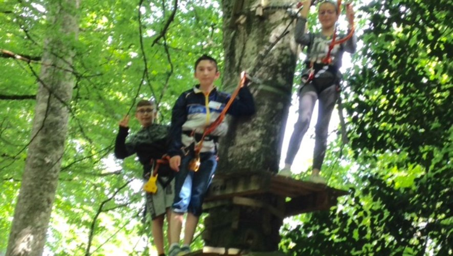 Vaincre la peur du vide n'a posé aucun problème aux écoliers aventuriers.