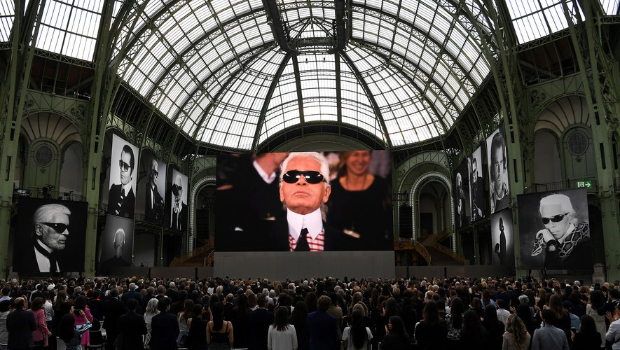 C'est un hommage vibrant et joyeux qui a été rendu à Karl Lagerfeld jeudi à Paris, dans ce Grand Palais qu'aimait tant le couturier disparu en février.