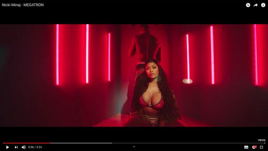 """Nicki Minaj dans son nouveau clip """"MEGATRON""""."""