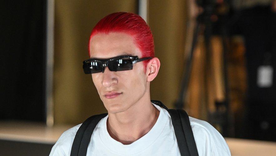 Quoi de plus audacieux que de marier la couleur de ses cheveux à celle de sa tenue ? La marque Vetements a fait ce choix.