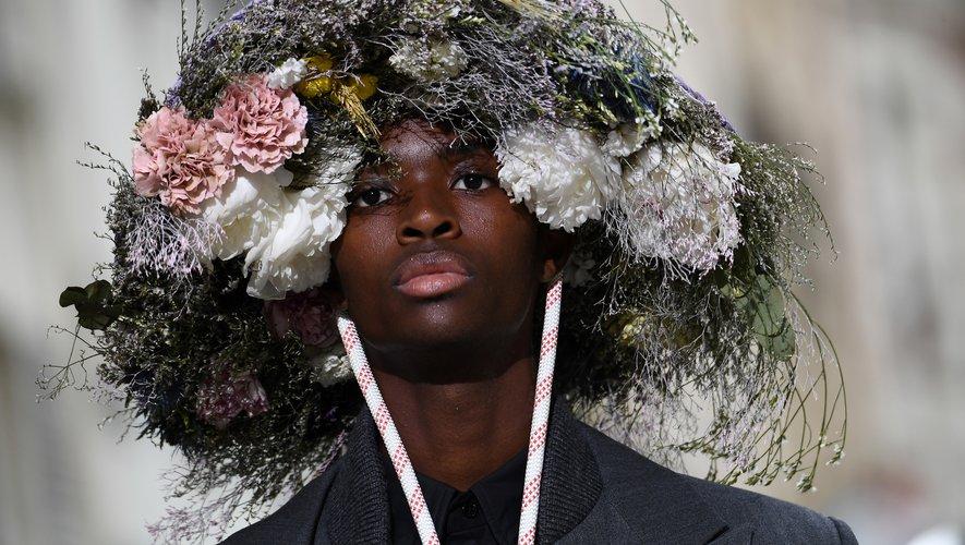 Les fleurs ont été exploitées à l'extrême chez Louis Vuitton, où feuillages et boutons ont contribué à la création d'étonnants couvre-chefs.