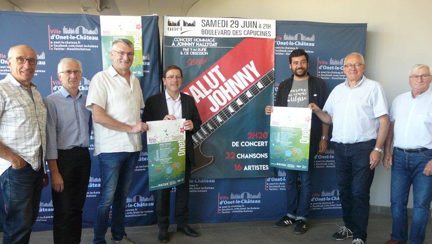 Jean Claude Mazars, à côté du maire, avec les bénévoles du comité, du Krill et de l'EVQS.
