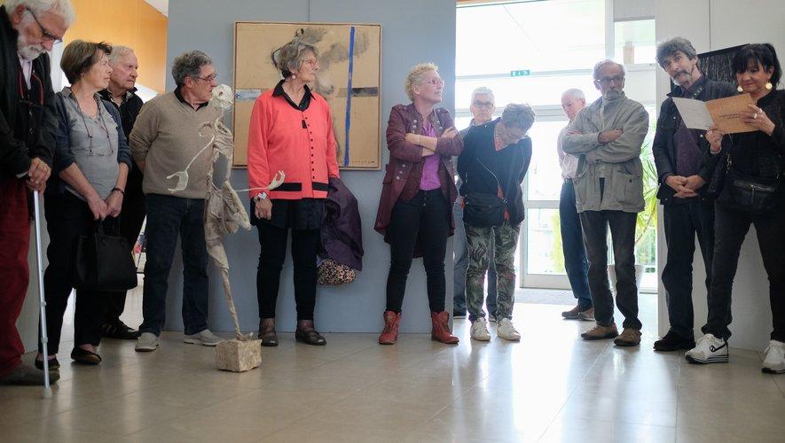 Nathalie Bouillard présentant les artistes.