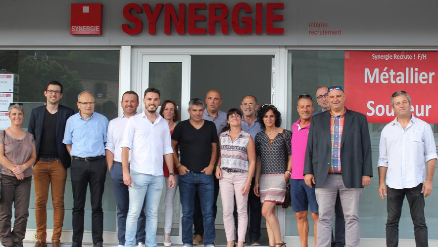 Élus, partenaires et responsables à l'inauguration de l'agence d'intérim et de recrutement Synergie.