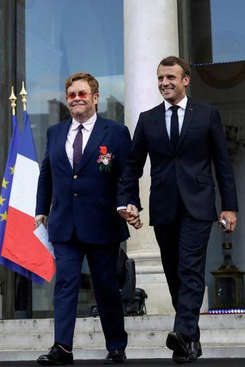 Le chanteur Elton John avec le président français Emmanuel Macron durant la Fête de la musique à l'Elysée.