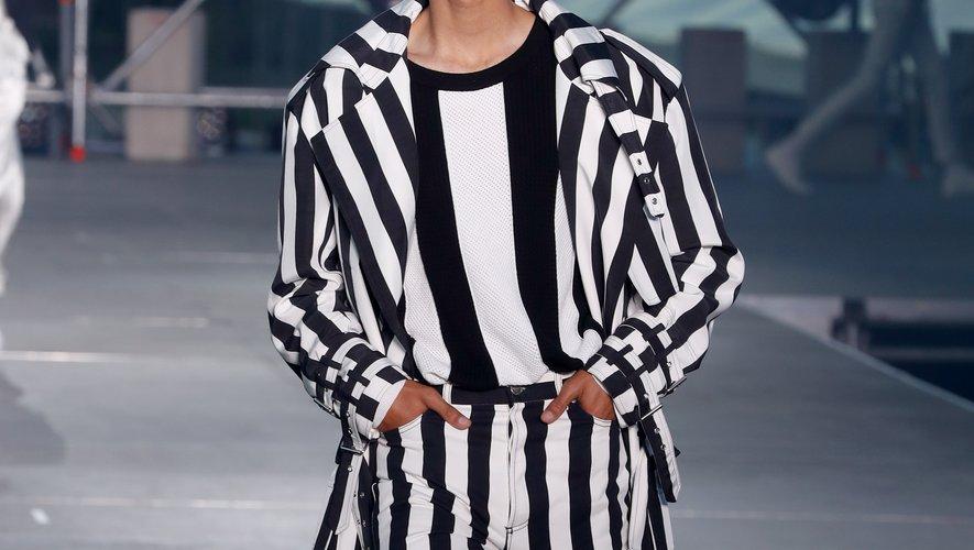 Olivier Rousteing s'est bien évidemment inspiré de la musique pour sa collection printemps-été 2020, présentée dans le cadre d'un show-concert. On retrouve également les fameuses rayures, chères au styliste français. Paris, le 21 juin 2019.