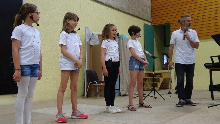 Les 4 choristes ont fait preuve de leur talent naissant devant leurs parents.