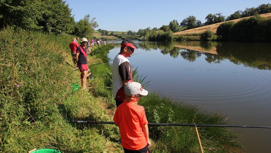 Des jeunes pescofis sur les berges du lac de la Brienne lors du dernier concours.