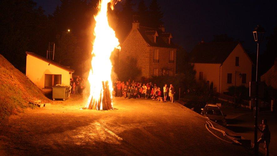 Vacanciers, pèlerins, et habitants réunis pour fêter l'été