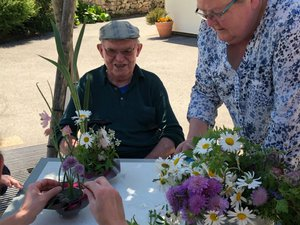 L'atelier d'art floral au Bon Accueil de l'Argence fleure bon la convivialité