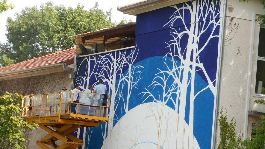 Une oeuvre participative à découvrir à l'arrière de la maternelle Jean Moulin.