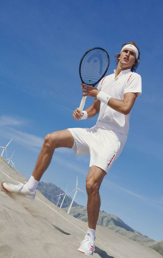 Alexander Zverev arbore un modèle de la nouvelle collection adidas by Stella McCartney Tennis.