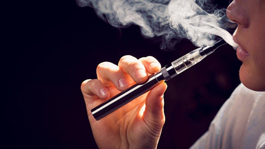 Quelque 700.000 fumeurs quotidiens ont arrêté de fumer du tabac avec l'aide de la cigarette électronique entre 2010 et 2017
