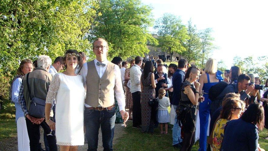 Bonheur des mariés, plaisir face à un panorama enchanteur